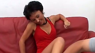 Short haired lady over 50 Honey Ray giving blowjobs in MMF threesome  290893