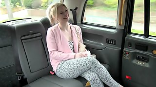 Таксист трахает пассажиров — img 14
