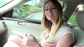 вдовольнасосавшись трахнул блондинку у себя в машине начинает полет
