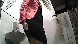 Подсматривание за телками в туалете, смотреть американское видео