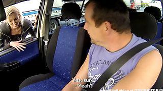 Вылизал в машине