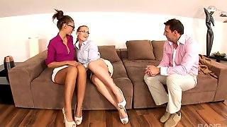 Office babes Karina Grand and Susan Ayn seduce boss for FFM threesome № 962233 без смс