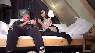 Skinny teen Sunny Diamond gives a blowjob and gets fucked by an oldman № 82578 бесплатно